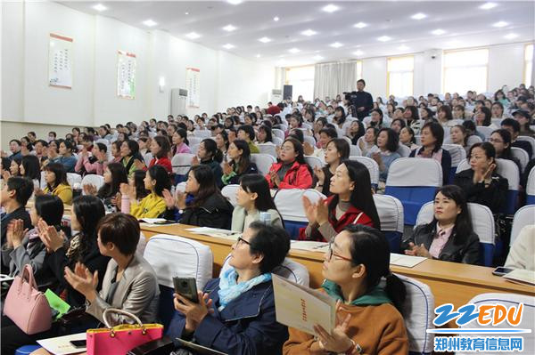 7.活动现场氛围热烈,老师们学习积极性高涨