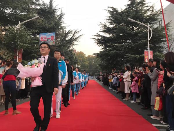 """郑州四中学子迎来""""成人礼"""",铮铮誓言致最好宁德地区的高中青春图片"""