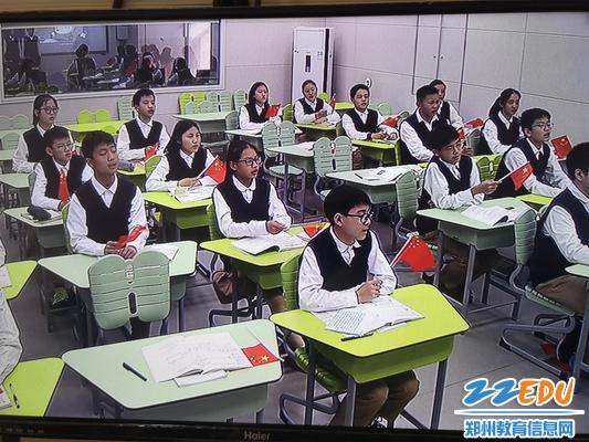 学生共唱爱国歌曲