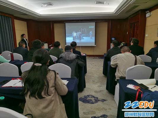 郑州三中党员教师观看豫剧《重渡沟》