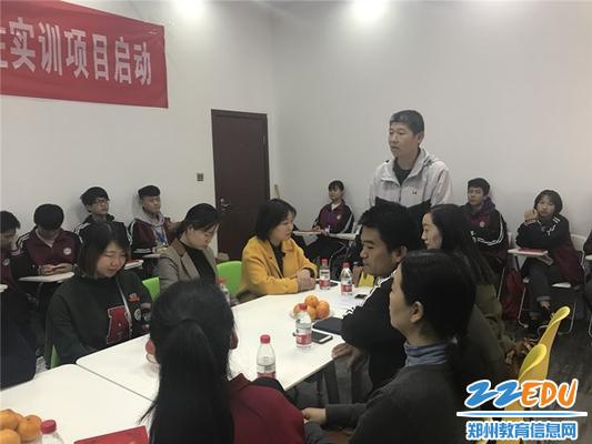 7.班主任赵刚老师向师生交流了本次校企合作项目的实施过程和体会_副本