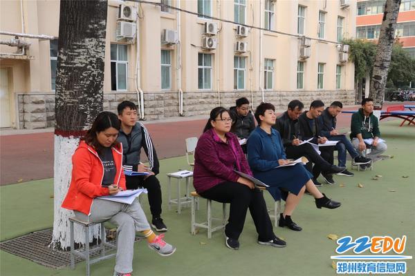 郑州市金融学校副校长宋歌、教务处主任张爱萍、督学申俊杰及学校老师进行听课