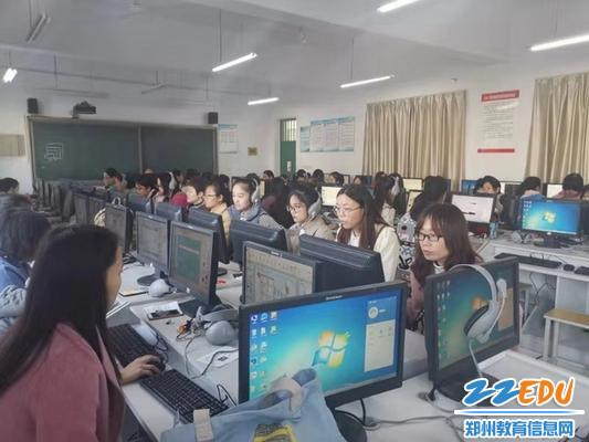 2019年教师多媒体课件制作大赛_调整大小