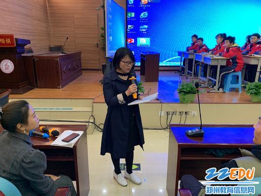 政史地教研组组长孙俊梅对这节课进行评价(1)
