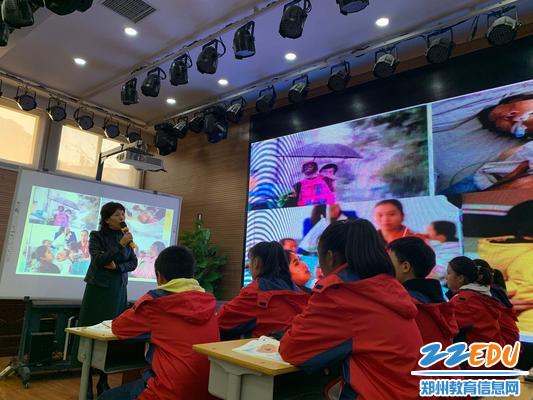 校长柴珍珠对这节课进行总结,也对孩子们提出了一些希望(1)
