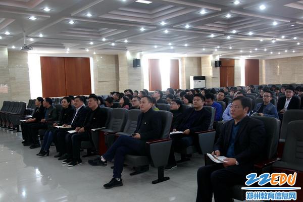 3.来会领导及106中学党委会成员认真听取党课