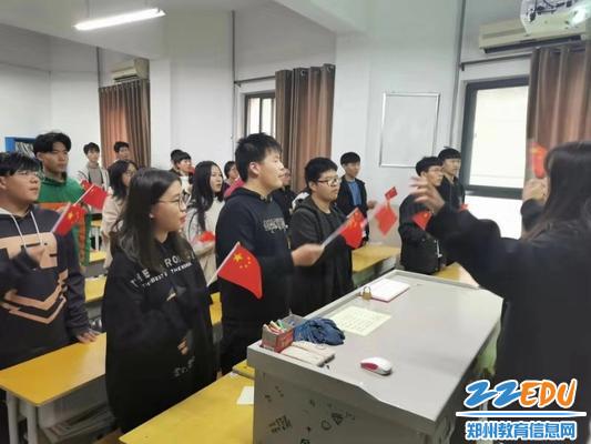 红歌在班里唱起来