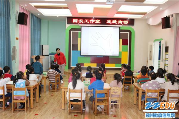 2.南曹乡中心幼儿园教师组织开展美术教育活动