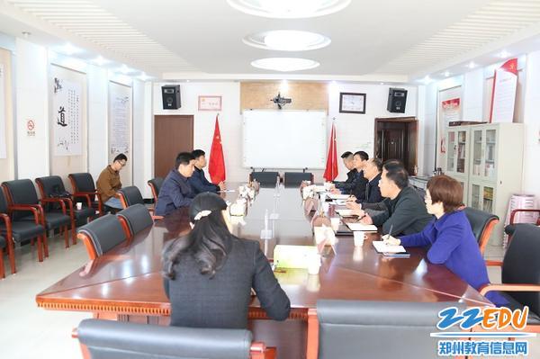 1中原区委副书记杜建强调研中原区教育工作