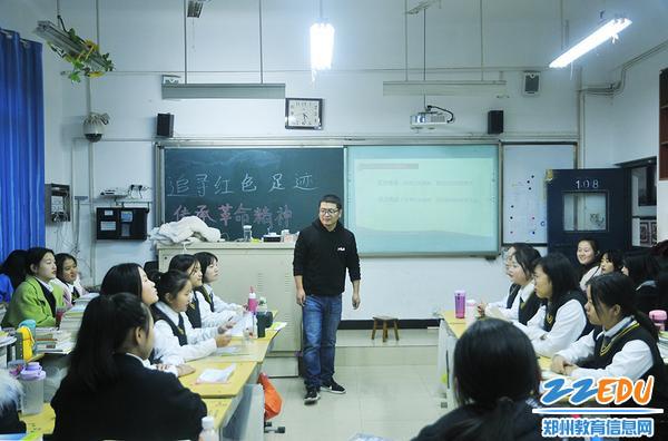 19级幼4班班主任张子建组织辩论会