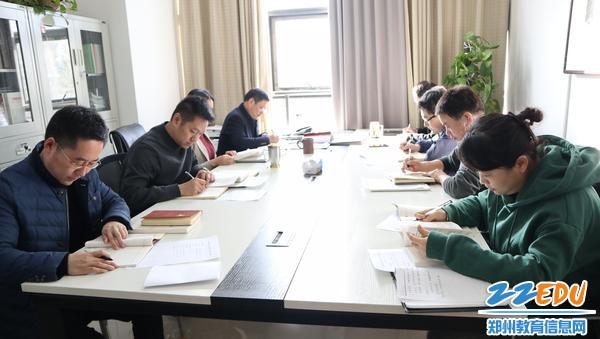 11月25日,市教科所党支部理论学习交流会现场
