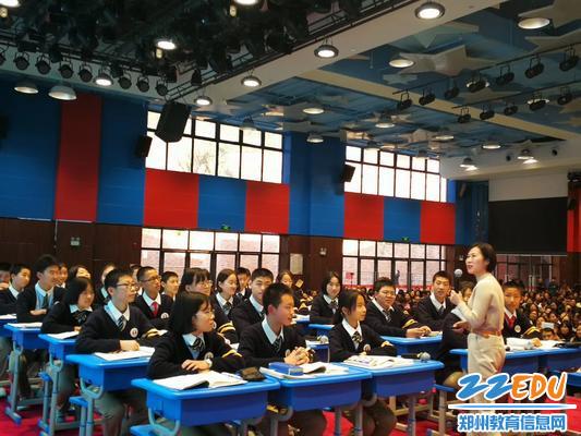 中原名师工作室主持人郑美玲老师授课现场