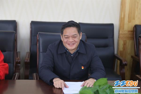 校长李玉国欢迎检查组指导工作