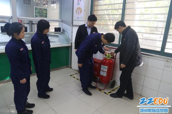 检查消防设备