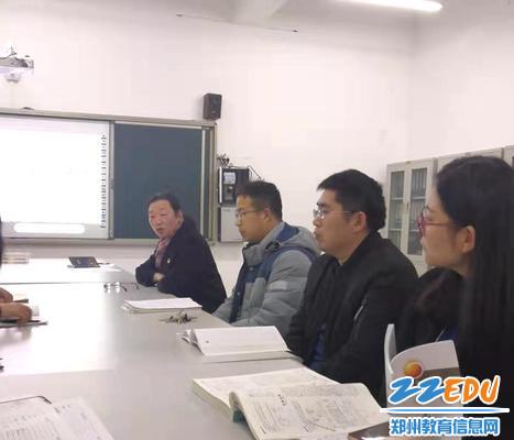 2.106中学党委书记苏芳来到高中第三党支部讲话