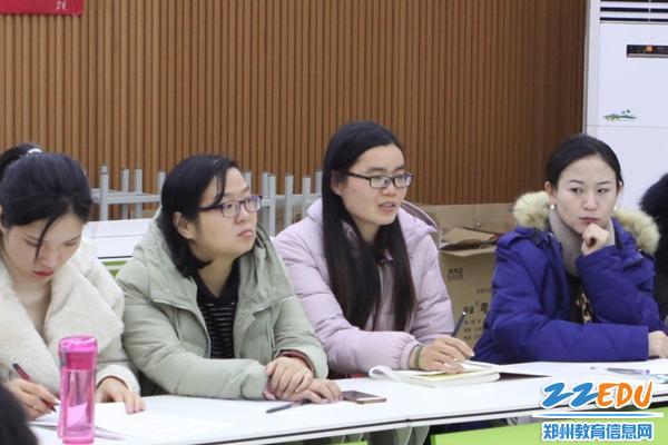 青年教师代表吉晓翠老师在谈自己的职业发展提升诉求