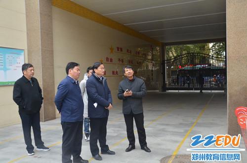 金水区委副书记李伟革到我区调研午餐供应工作