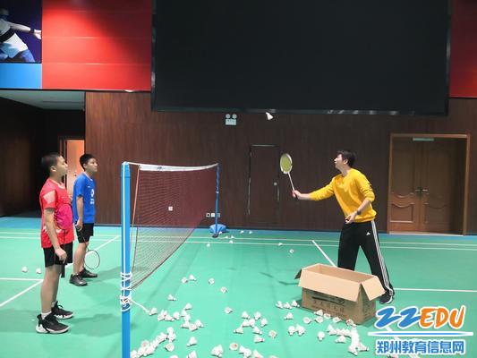 经纬学生日常羽毛球训练 - 副本