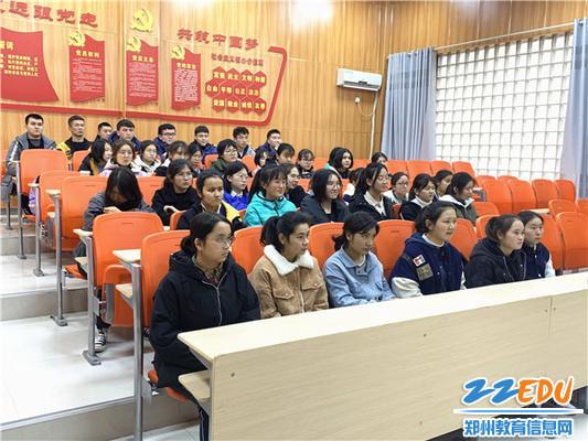 """2.""""代理家长""""让新疆学生感受家的温暖"""