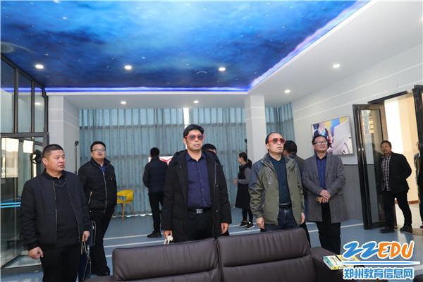 5参观创客中心