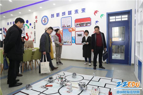 6参观机器人教室