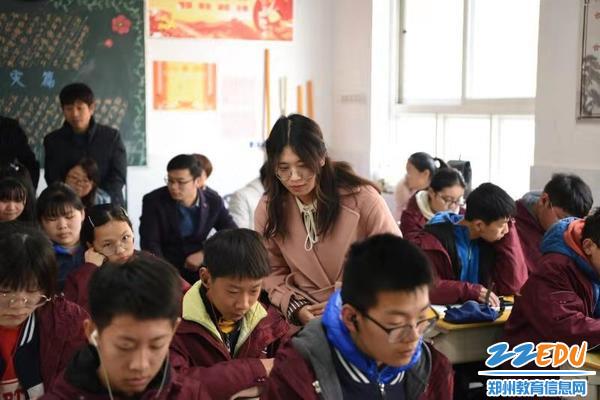 授课教师观察学生自主学习情况