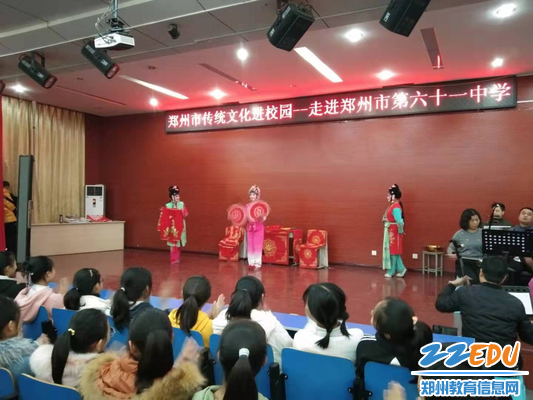 常盼娣表演戏曲节目《梳妆》