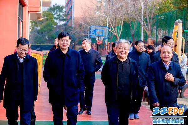 田国安局长陪同调研组走进普惠路第一幼儿园
