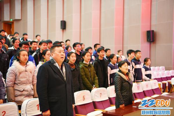 3.仪式在庄严的国歌中正式拉开帷幕