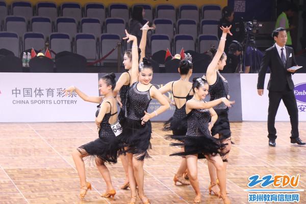 女子6人拉丁舞第一名-卢淼淼、解艺然、高淼、韩紫悦、李晓雪、吴珂昕