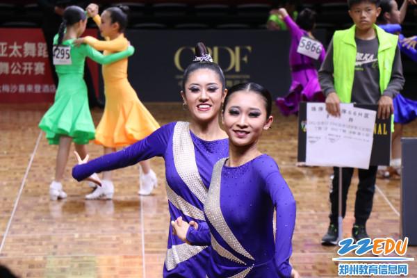 女子双人拉丁舞第一名-张千、朱美娇