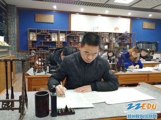 数学教研组长张建清考试中1