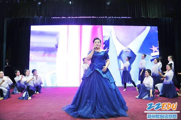李艳艳老师歌伴舞《大国工匠》
