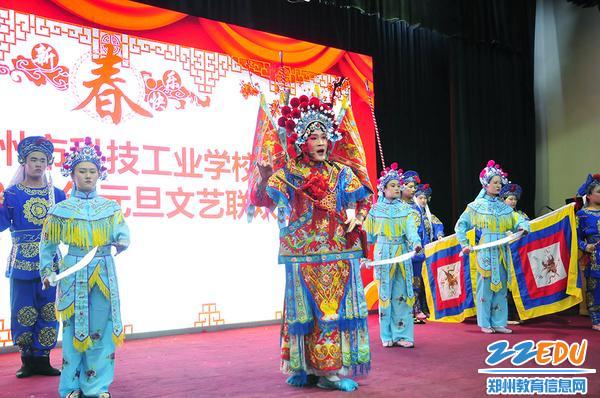 学生表演戏剧《破洪州》