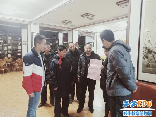 郑州八中老师一起学习李承泽同学的感人事迹