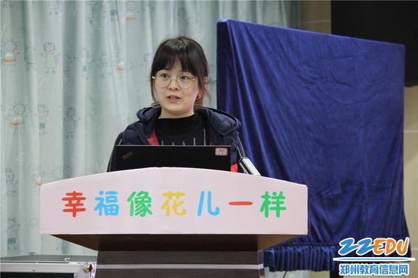 3.袁洋老师分享的《小虫别跑——小班区角游戏中手指精细动作的案例》