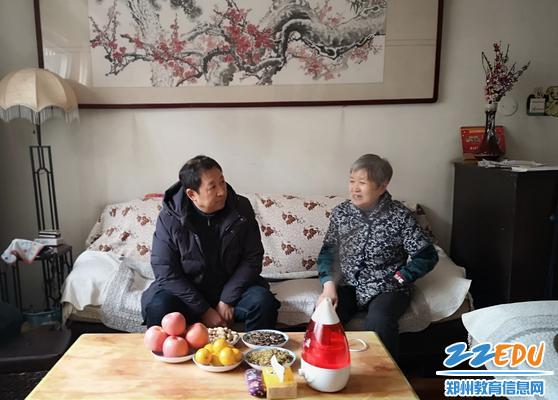 书记张云敬慰问学校退休老领导