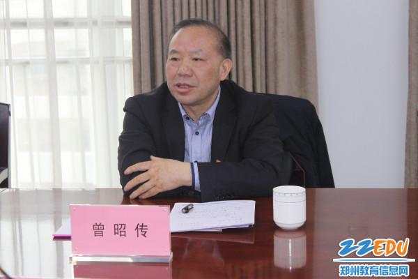2、郑州市教育局党组成员、副局长曾昭传对成员单位党建述职做点评
