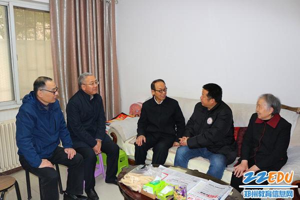4校领导看望学校老干部赵法泉同志