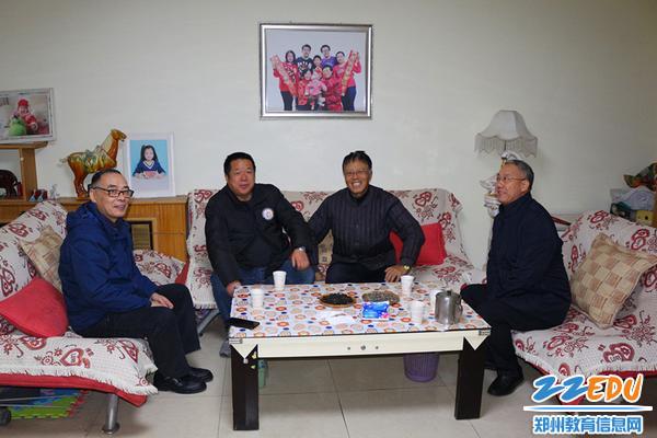 6校领导看望学校老干部尤宝峰同志