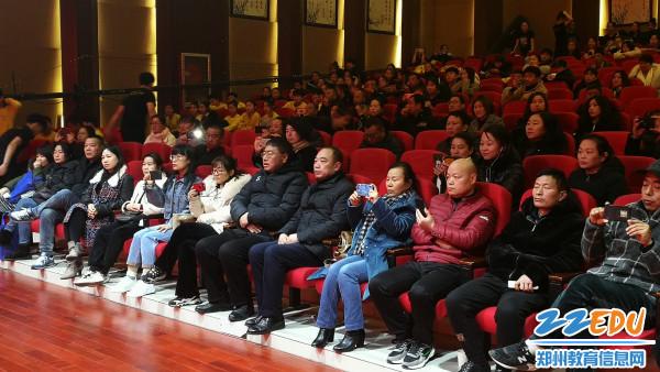 杨建臣校长和陶庆新副校长出席演出现场