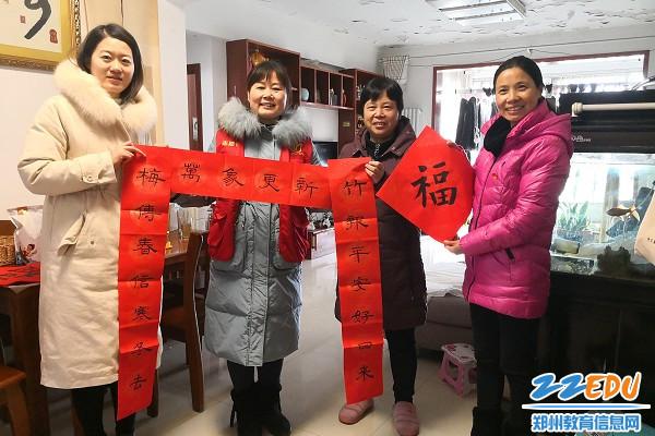 5为老党员家庭送上新春的祝福