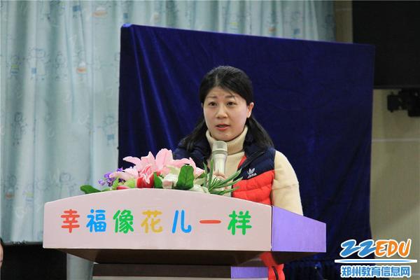 5.优秀教师代表陈卓老师分享了《家园共育、幸福成长》
