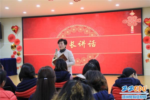 9.市实验幼儿园园长郝江玉在总结大会上讲话