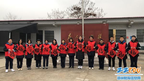 郑州八中学生志愿者合影