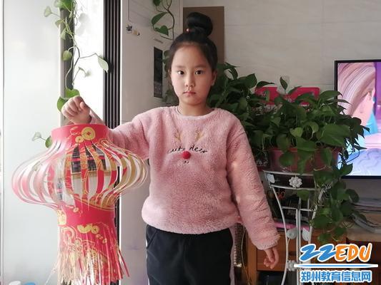 2.2南阳小学学生制作花灯1_调整大小