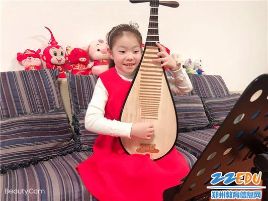 9纬五路第二小学学生进行音乐课学习