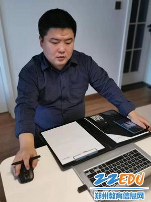 学生处主任周子豪利用网络平台召开班主任会布置工作
