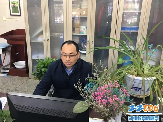 5学校关工委开展爱国主义教育专题讲座