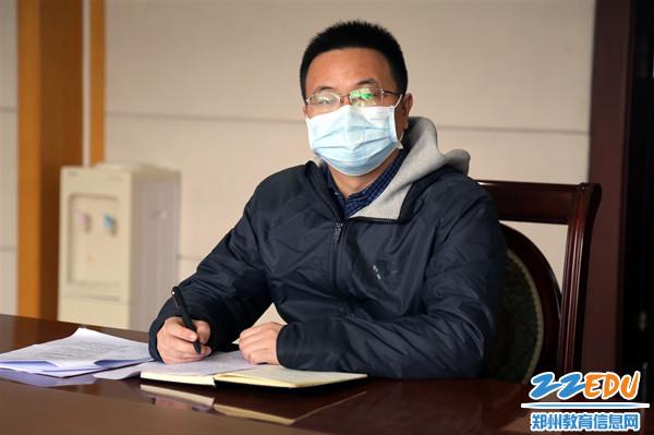 3生活服务中心副主任高亮解读食堂和宿舍疫情防控文件